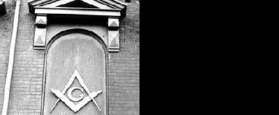 圓規+直角尺共濟會的主要標誌,象徵規劃世界新秩序